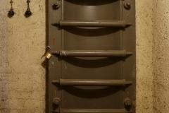 003-A-náhle-narazíme-na-tlakové-dveře