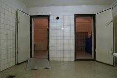 020-průchod-ke-sprchám