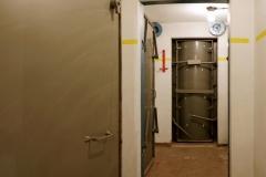 017-Úkryt-je-společný-pro-více-domů-zjde-je-vchod-pro-barák-1520