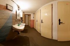 020-Umývárna-a-toalety-v-zadní-části